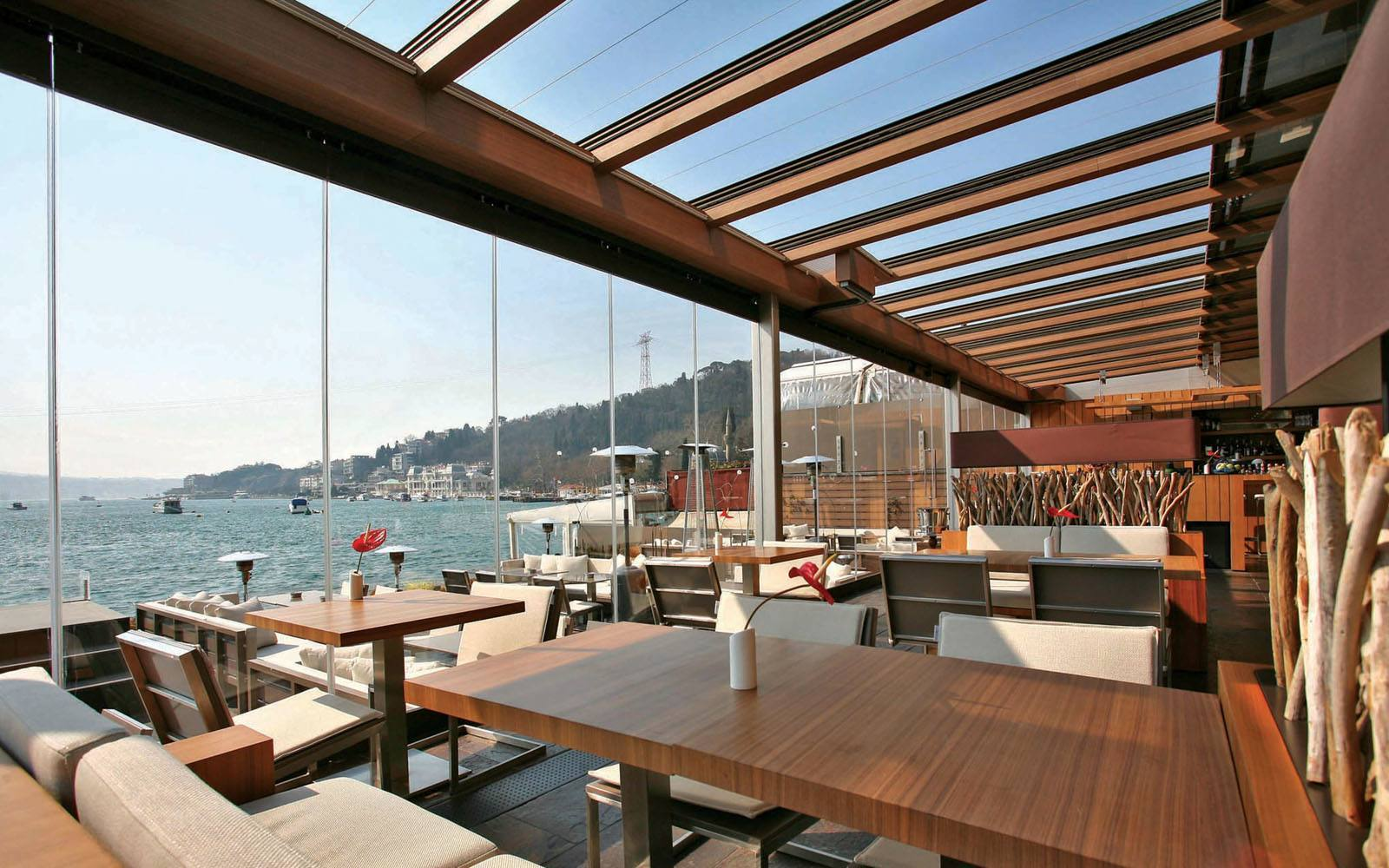 INDOOR AND OUTDOOR<br /> DINING AMBIANCE